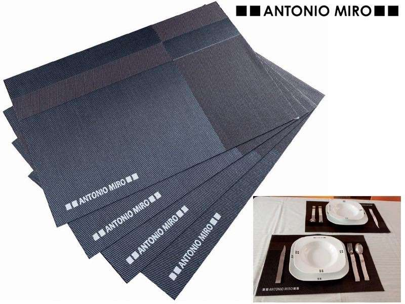 Set van 4 pvc placemats